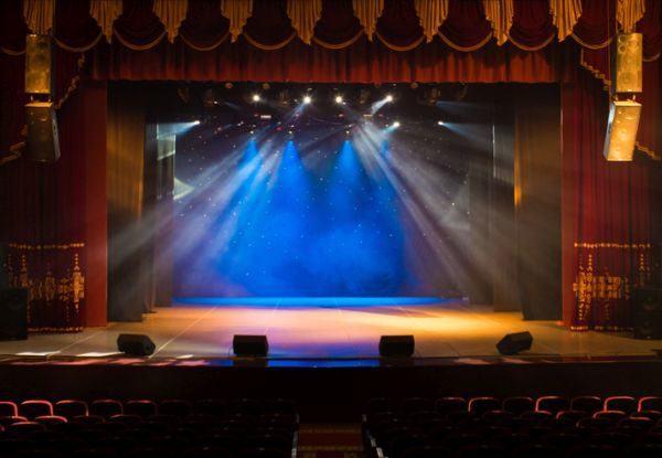 la-vida-es-sueno-resumen-teatro-escenario-istock
