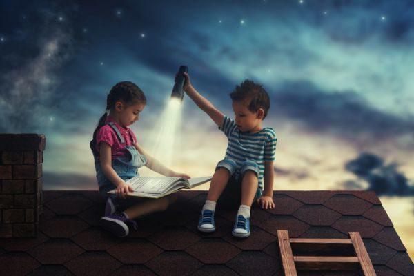 mejores-libros-infantiles-ninos-tejado-istock