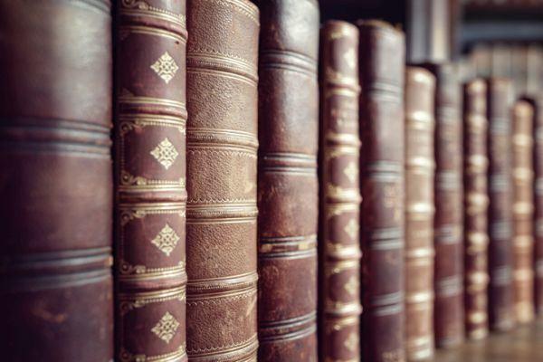 mejores-libros-de-historia-de-espana-biblioteca-istock